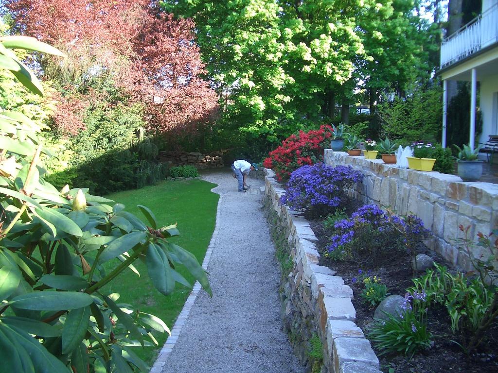 Gartenmauern und Wege